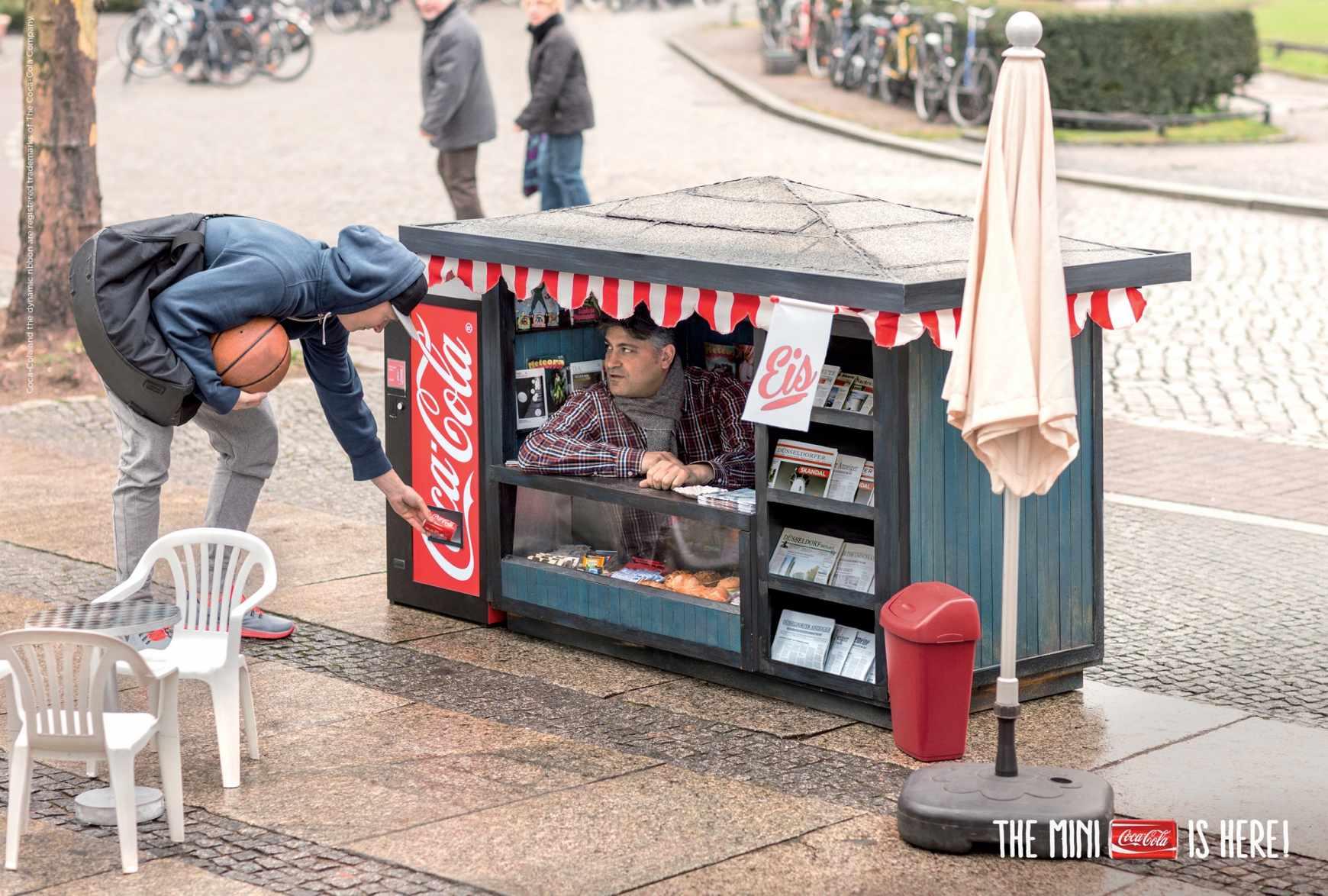 Campaña de publicidad mini para las mini latas de Coca-Cola-quiosco-agencia-publicidad-sevilla-appleman-magazine-02
