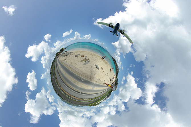 tiny-planet-avion-playa